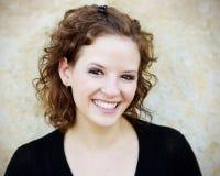 Schönes Frauen-Lächeln lizenzfreies stockbild