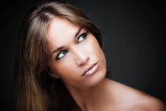 Schönes Frauenportrait der blauen Augen Lizenzfreies Stockfoto