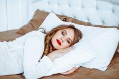 Schönes Frauenschlafen stockbilder
