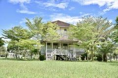 schönes Gartenhaus in Thailand lizenzfreies stockfoto