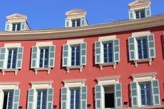 Schönes Gebäude auf dem Platz Massena in Nizza Lizenzfreies Stockbild