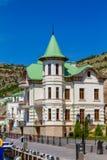 Schönes Gebäude auf der Ufergegend in Balaklava lizenzfreies stockfoto