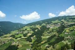 Schönes Gebirgsdorf in den Alpen Lizenzfreies Stockfoto