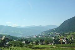Schönes Gebirgsdorf in den Alpen Lizenzfreie Stockfotos