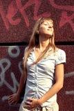 Schönes gebräuntes Mädchen Stockfoto