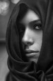 Schönes geheimnisvolles Mädchen Stockfotos