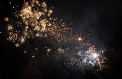Schönes gelbes Feuerwerk Stockbilder