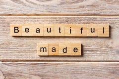 Schönes gemachtes Wort geschrieben auf hölzernen Block Schöner gemachter Text auf Tabelle, Konzept Lizenzfreies Stockfoto