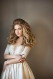 Schönes gemaltes Mädchen in einem Kleid Stockbilder