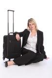 Schönes Geschäftsfraulaufstück mit Koffer Stockbilder