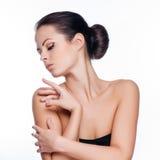 Schönes Gesicht der jungen erwachsenen Frau mit sauberer frischer Haut Stockbild