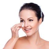 Schönes Gesicht der jungen erwachsenen Frau mit sauberer frischer Haut Stockfoto
