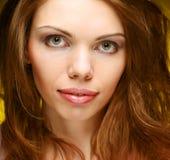 Schönes Gesicht der jungen Frau. Abschluss oben. Lizenzfreie Stockfotos