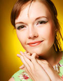Schönes Gesicht der jungen Frau Abschluss oben Stockfoto