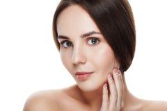 Schönes Gesicht der Nahaufnahme der jungen Frau mit sauberer frischer Haut Por Lizenzfreie Stockfotos