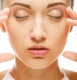 Schönes Gesundheitsfrauengesicht mit sauberer Reinheithaut lizenzfreie stockfotos
