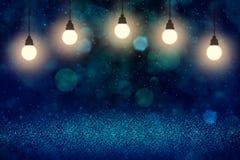 Schönes glänzendes Funkelnlichter defocused bokeh abstrakter Hintergrund mit Glühlampen und fallende Schneeflocken fliegen, Festi vektor abbildung