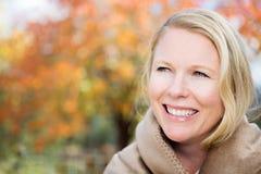 Schönes glückliches blinde Frauenlächeln Lizenzfreies Stockfoto