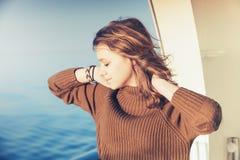 Schönes glückliches blondes Jugendlicheporträt Lizenzfreie Stockfotografie