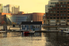 Schönes goldenes Sonnenlicht auf interessanter Architektur auf Rowes Kai, Boston, Masse, 2014 Stockfotografie