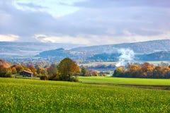 Schönes grünes Tal im Bayern mit Hügeln Lizenzfreie Stockbilder