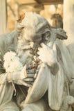 Schönes Grab mit einer alter Mann-Statue Stockfotos
