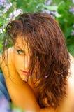 Schönes green-eyed Mädchen im Freien Stockfotografie