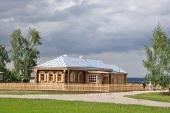 Schönes hölzernes Haus Stockfoto