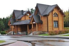 Schönes hölzernes Haus Stockfotografie