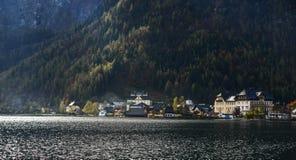 Schönes Hallstatt-Dorf von Österreich stockbild