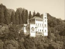 Schönes Haus auf dem Hügel in Como in Italien Lizenzfreies Stockbild