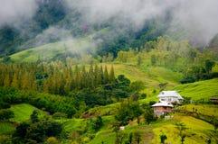Schönes Haus im Tal Stockfotos