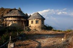Schönes Haus nahe Himalajabergen Stockbilder