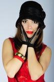 Schönes helles Mädchen im schwarzen Hut Lizenzfreie Stockfotografie