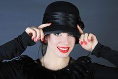 Schönes helles Mädchen im schwarzen Hut Lizenzfreies Stockbild