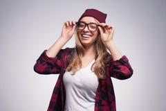 Schönes Hippie-Frauenstudioporträt stockfoto