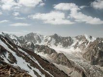 Schönes Hochgebirge mit Schnee, Nationalpark Ala Archa lizenzfreies stockfoto