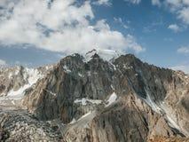 Schönes Hochgebirge mit Schnee, Nationalpark Ala Archa stockfoto