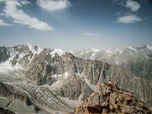 Schönes Hochgebirge mit Schnee, Nationalpark Ala Archa lizenzfreie stockfotos