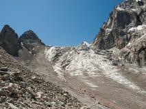Schönes Hochgebirge mit Schnee, Nationalpark Ala Archa stockbild