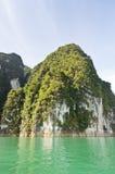 Schönes Hochgebirge und Green River (Guilin von Thailand) Stockbilder