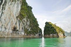 Schönes Hochgebirge und Green River (Guilin von Thailand) Stockfoto