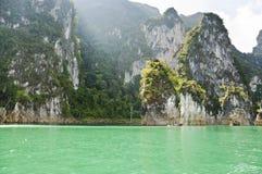 Schönes Hochgebirge und Green River (Guilin von Thailand) Lizenzfreie Stockbilder
