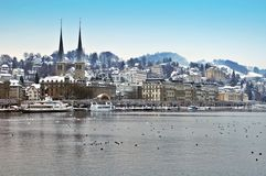 Schönes Hofkirche im Winter Luzerne Stockfoto