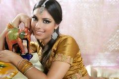 Schönes indisches Brunettefrauenportrait Stockfotos