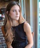 Schönes jugendlich im eleganten Kleid Stockbilder