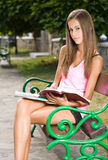 Schönes jugendlich Kursteilnehmermädchen. Stockfoto