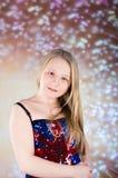Schönes jugendlich Mädchen im Partykleid mit hohen Absätzen Lizenzfreie Stockfotos