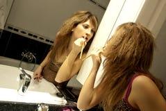 Schönes junge Frauen-Bilden Lizenzfreies Stockbild