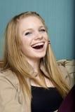 Schönes junge Frauen-Lächeln Stockbild